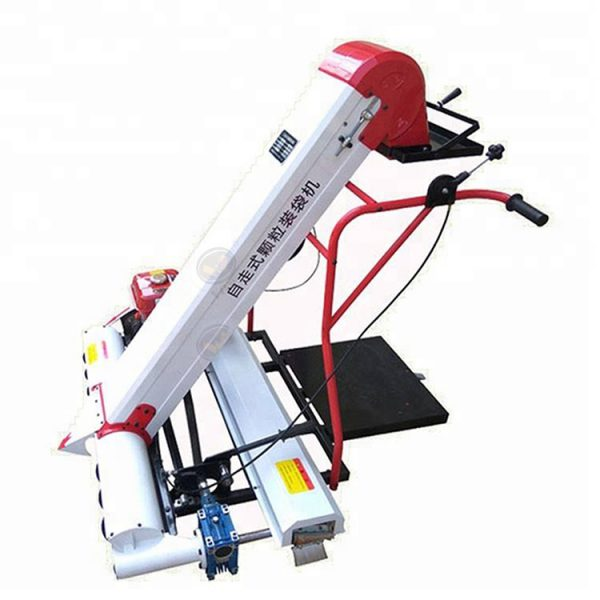 Automatic grain collecting and bagging machine